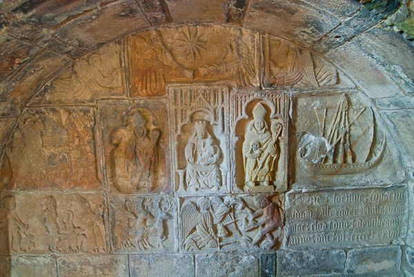 Rodel, St Clements Church photo, Alexander MacLeod tomb carvings 3