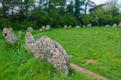 Rollright Stones, Along the main circle