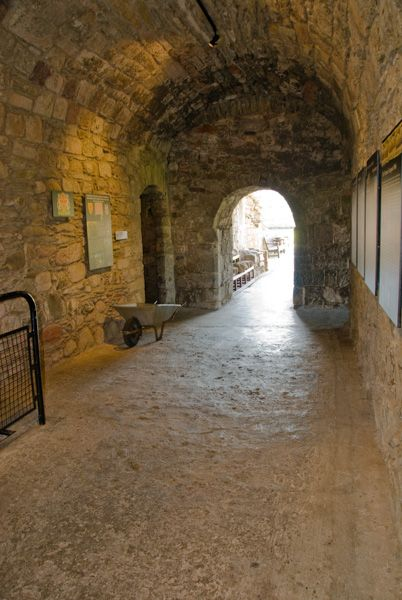 Rothesay Castle photo, The gatehouse passage (main entrance)