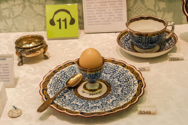 Museum of Royal Worcester photo, George III's royal lily breakfast service