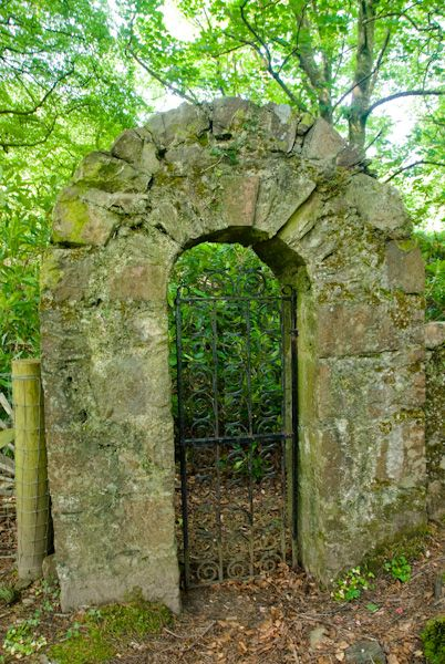Saddell Abbey photo, Burial ground arch