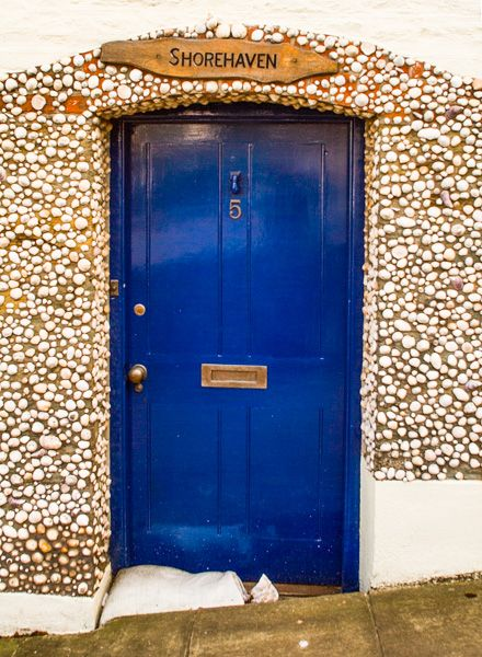 Salcombe photo, Cottage decorated with shells