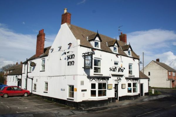 Saxilby photo, The historic Sun Inn (c) Richard Croft