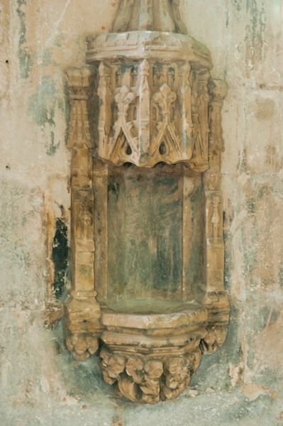 Seton Collegiate Church photo, A canopied statue niche
