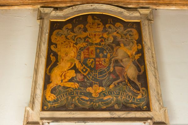 Shrivenham, St Andrew's Church photo, Royal coat of arms to George III