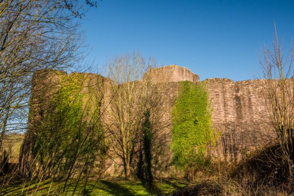 Skenfrith Castle photo, The external curtain wall