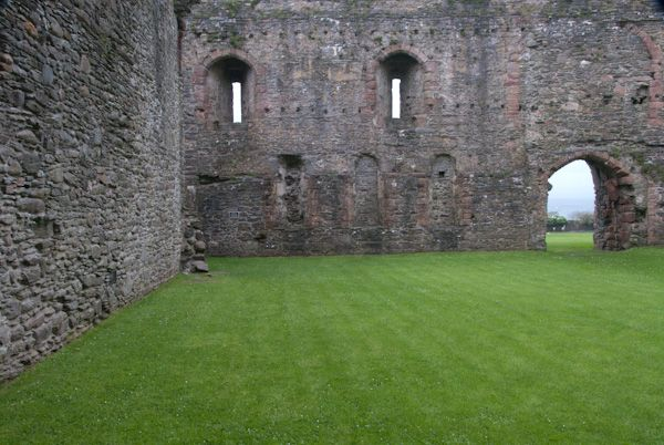 Skipness Castle photo, Inside the castle courtyard