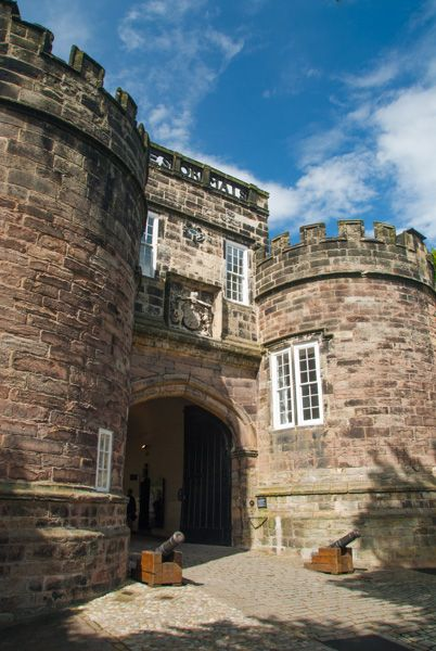 Skipton Castle photo, The castle entrance