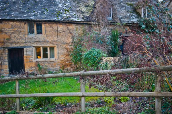 Snowshill photo, A pretty Cotswold stone cottage near the church