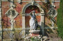 An Italianate garden corner