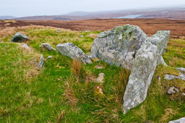 South Clettreval Chambered Cairn photo, Chambered cairn end stones