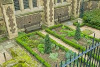 Southwark Cathedral, East Churchyard garden