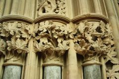 Foliate capitals in the chapter house (c) Richard Croft