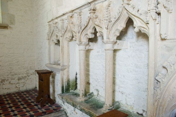 Sparsholt, Holy Cross Church photo, 14th century sedilia