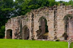 Spofforth Castle, Ruined castle wall