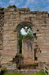 Spofforth Castle, Ruined wall and window