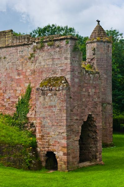 Spofforth Castle photo, The tower