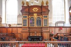 The 17th century altar and reredos (c) John Salmon