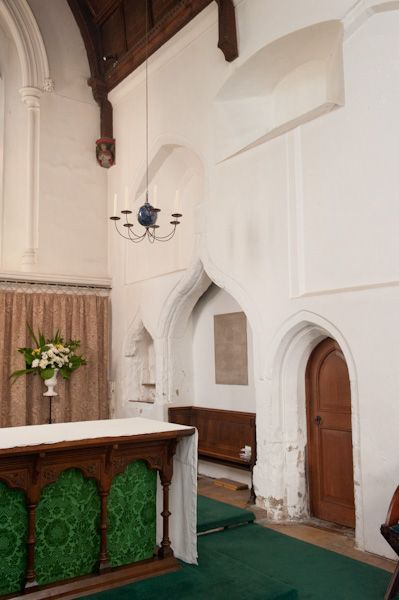 St Bene't's (St Benedicts), Cambridge photo, 14th century chancel with piscina and sedilia