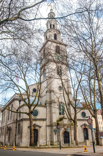 St Clement Danes photo, View from The Strand