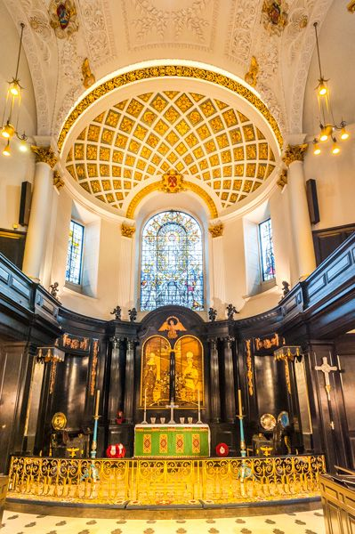 Nearest Service Station >> St Clement Danes, History & Visiting | Historic London Guide