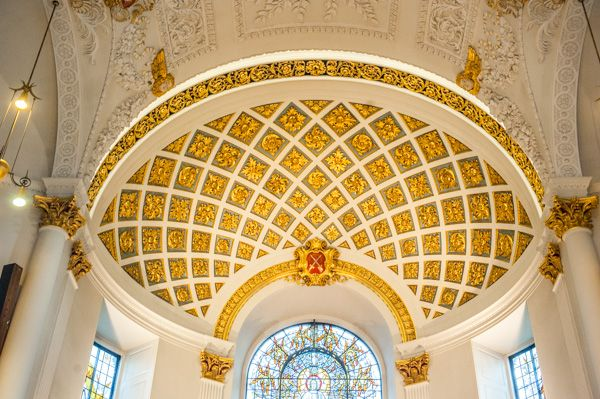 St Clement Danes photo, The domed apse ceiling