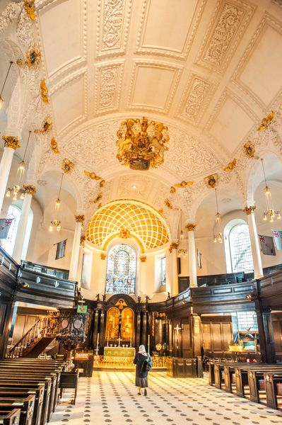 St Clement Danes photo, The church interior