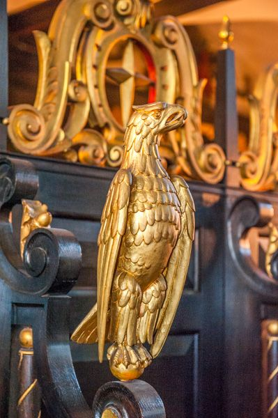 St Clement Danes photo, A gilded eagle at the west end of the church