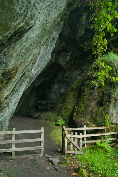 St Columba's Cave photo, The cave mouth 2