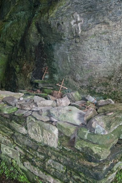 St Columba's Cave photo, The Altar 2