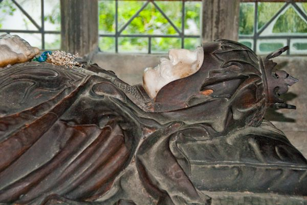 St Conan's Kirk photo, Robert the Bruce effigy