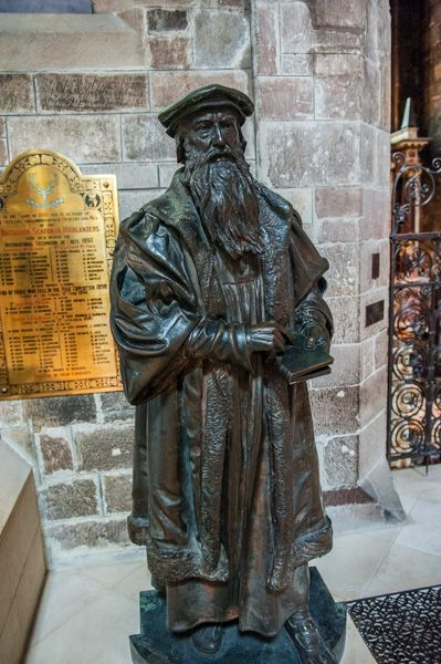 St Giles Cathedral photo, John Knox statue