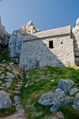 St Govan's Chapel, The path to the shore