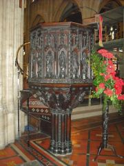 Carved wineglass pulpit