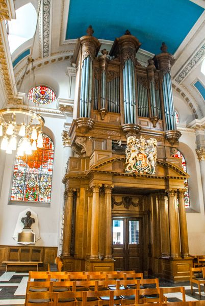 St Mary-le-Bow photo, The ornate organ