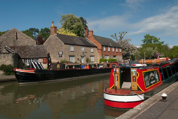 Stoke Bruerne photo, Canal boats