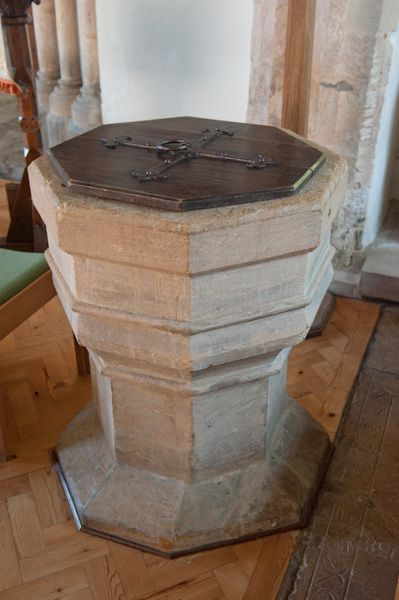 Stonesfield, St James the Great Church photo, 15th century font