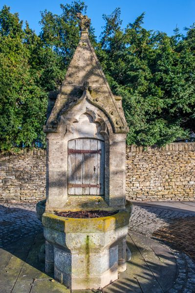 Stow on the Wold photo, A Victorian drinking fountain