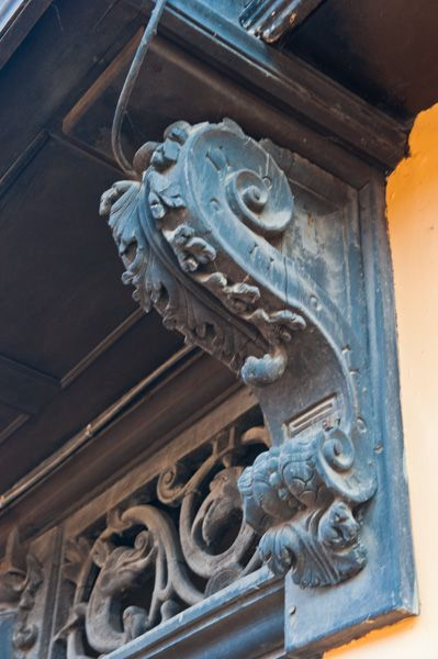 Strangers Hall photo, Carved cornice on the porch