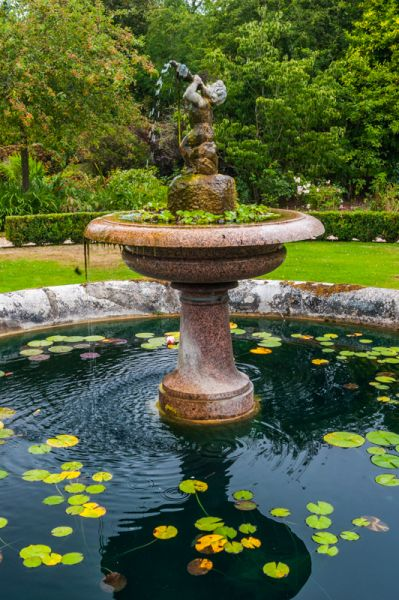 Stratfield Saye photo, A water fountain in the formal gardens