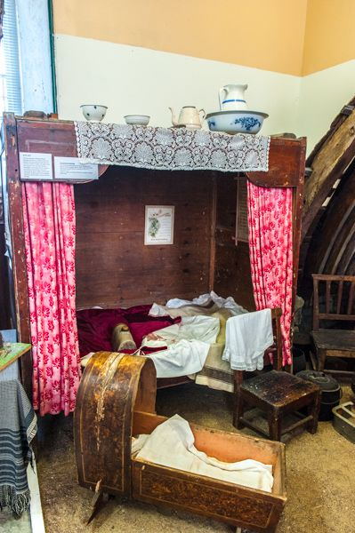 Strathnaver Museum photo, Traditional crofter's box bed