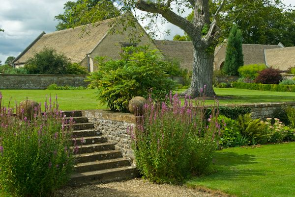 Sulgrave Manor photo, Front lawns