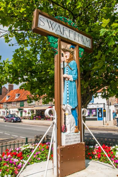 Swaffham photo, The Pedlar of Swaffham town sign