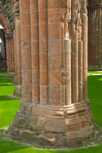 Sweetheart Abbey photo, Nave column 2