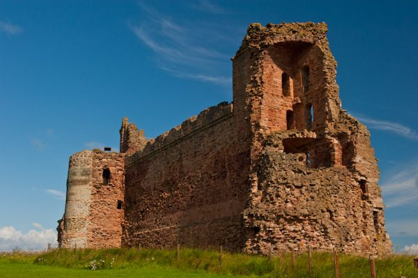 Tantallon Castle photo, The castle exterior