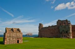 Tantallon Castle, The doocot and castle