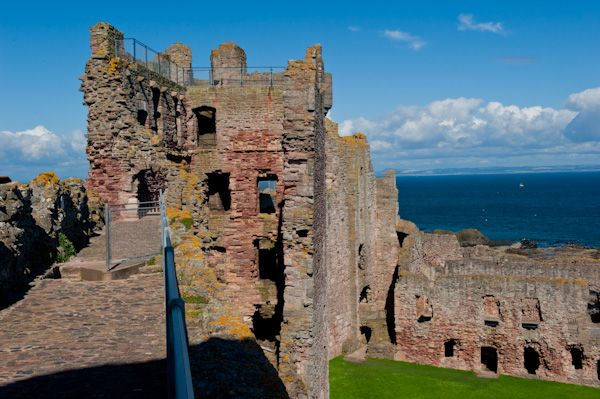 Tantallon Castle photo, On the parapet walk