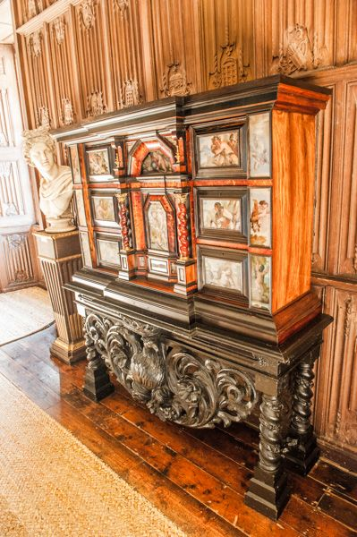 The Vyne photo, Japanned cabinet in the Oak Gallery