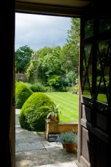 Tintinhull Garden, Looking out the manor door into the garden