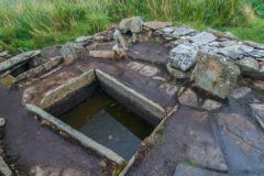 Tomb of the Eagles, Stone cist at the burnt mount